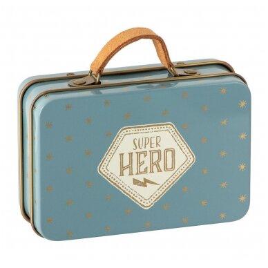 Peliukas Superherojus, Mažylis brolis lagaminėlyje 3