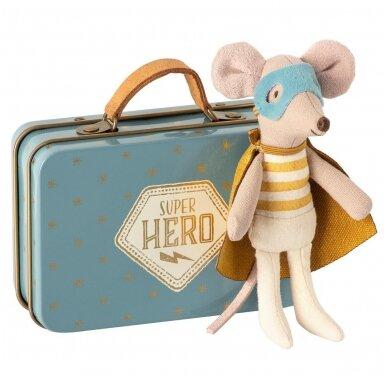 Peliukas Superherojus, Mažylis brolis lagaminėlyje